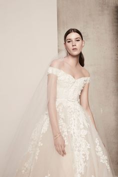 Elie Saab's Spring 2018 Bridal Gowns are the Perfect Inspiration for Blush and Floral Dresses Wedding Dress Trends, Bridal Wedding Dresses, Bridal Style, Elie Saab Bridal, Collection Couture, Bridal Collection, Dress Collection, Mod Wedding, Tulle Wedding