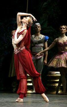 """Svetlana Zakharova as Nikiya in """"La Bayadere"""" (Bolshoi Ballet). Photo by Marco Brescia"""