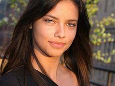 http://imstars.aufeminin.com/stars/fan/adriana-lima/adriana-lima-20080318-389994.jpg