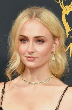 Trend: Bold Eye Makeup Kind of a smoky eye, kind of not, Sophie Turner turns up the smolder with this copper-y riff on the classic.:
