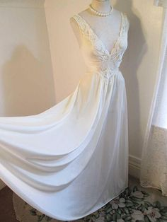 Lovely Vintage Vanilla White Olga Long Nightgown huge Sweep Lace bodice  Sleeveless Olga Nightgown S M 92280 e2699c1e2