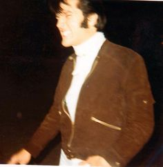 My friend Sandi Miller took this shot and said he was imitating Wolfman Jack Elvis Presley Priscilla, Elvis Presley Images, Wolfman Jack, Elvis Cd, Tupelo Mississippi, Life Pictures, Graceland, Popular Music, Good Looking Men