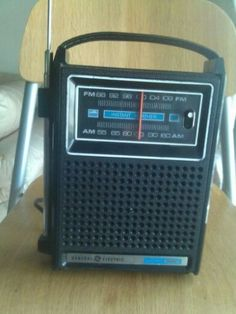 Vintage-GE-General-Electric-Portable-Radio-AM-FM-Two-Way-WORKS