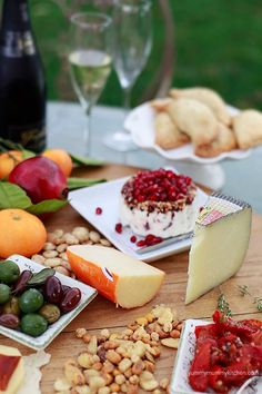 How to make a beautiful cheese and tapas spread on Yummy Mummy Kitchen #vegetarian