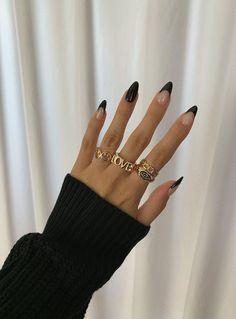 stiletto french manicure smalto nero opaco Frensh Nails, Edgy Nails, Stylish Nails, Swag Nails, Elegant Nails, Classy Nails, Edgy Nail Art, Sophisticated Nails, Casual Nails