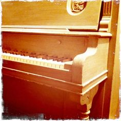1920s old piano! There is something awesome about upright pianos.
