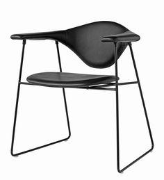 Gubi Masculo Chair- Sledge Base | mintroom.de #Gubi #mintroom #shop #stühle #metall #gubi #gamfratesi #alle