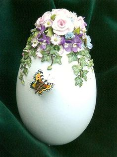 Decorated Egg by Marlien Brouns-Niederlande Easter Egg Crafts, Easter Eggs, Ostern Wallpaper, Easter Egg Designs, Faberge Eggs, Easter Printables, Egg Art, Egg Decorating, Holidays And Events