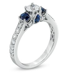 Stunning blue sapphires & sparkling white diamonds