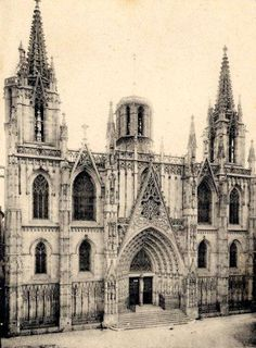 #thenandnow Barcelona's Gothic Cathedral looks a little different without its steeple! Who has a picture of the cathedral nowadays? - AB Apartment Barcelona - Google+