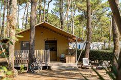 Location Lodge 4 coquillages Soulac-sur-Mer au camping Soulac Plage Location, Camping, Patio, House Styles, Outdoor Decor, Home Decor, Sea Shells, Campsite, Decoration Home