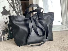 sac-cabas-cuir-noir (1) Madewell, Tote Bag, Bags, Fashion, Nice Purses, Italian Leather, Handbags, Moda, Fashion Styles