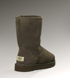 Ugg Australia Classic Short in Chocolate (8.5 or 9) $150