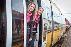 V nedeľu 14. decembra o 5:17 hodín vyšiel z Košíc prvýkrát vlak RegioJet na pravidelnom spoji Košice – Žilina – Bratislava. Na cestujúcich čakajú nižšie ceny lístkov začínajúce už na 9 eurách a úplne nový štandard cestovania, rovnaký ako na linke do Prahy. Celkovo budú medzi Bratislavou a Košicami jazdiť denne                   3 súpravy rýchlych žltých vlakov tam a späť. Cesta medzi Bratislavou a Košicami potrvá 4 hodiny 53 minút.