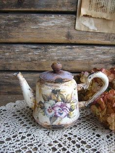vintage tea pot with purple pansies on crocheted tablecloth. Vintage Shabby Chic, Shabby Chic Decor, Vintage Decor, Vintage Tea, Teapots And Cups, Teacups, My Cup Of Tea, Deco Table, Pansies
