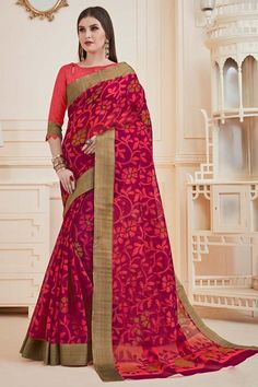 Dark Magenta chiffon saree with carrot pink Art silk blouse. Saree with Boat Neck, Elbow Sleeve. Chiffon Saree, Silk Sarees, Traditional Sarees, Traditional Looks, Sari, Saree Blouse, Magenta, Print Chiffon, Blouse Online