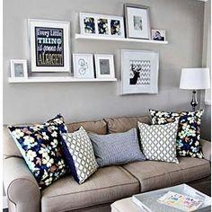 Decoração muito bem pensada, os tons das almofadas combinam com os dos quadros…