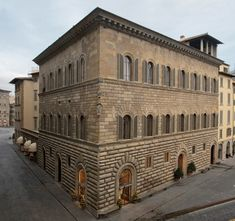 Palazzo Gondi Palace in Florence, located a block from the Piazza della Signoria. Baroque Architecture, Historical Architecture, Landscape Architecture, Italy Architecture, Florence Renaissance, Italian Renaissance, Palazzo, Europe Tourism, Lafayette House