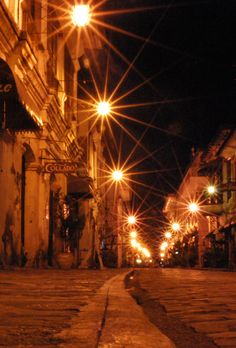 Vigan is a city in the Philippines, on the west coast of Luzon island. It's known for its preserved Spanish colonial and Asian architecture. Places To Travel, Places To Visit, Fountain Lights, Old Street, Street Food, Ilocos, Asian Architecture, Dark Pictures, Spanish Colonial