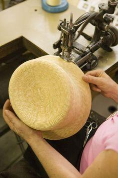 La famiglia Grevi opera nel settore della paglia e del cappello da generazioni. Dal periodo