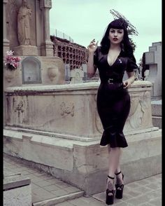 Marie Devilreux - COSPLAY IS BAEEE! Tap the pin now to grab yourself some BAE Cosplay leggings and shirts! From super hero fitness leggings, super hero fitness shirts, and so much more that wil make you say YASSS! Vintage Goth, Rockabilly Mode, Rockabilly Fashion, Rockabilly Dresses, Gothic Fashion, Retro Fashion, Vintage Fashion, Steampunk Fashion, Sexy Latex