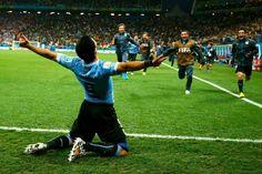 Uruguay 2 - England Both goals by Luis Suarez! Watch Football, Football Match, World Cup 2014, Fifa World Cup, Ea Fifa, Soccer Skills, Team Gear, Soccer World, Training Courses