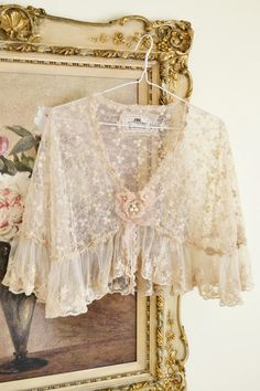 Vintage floral lace shawl. Can we all dress like this again?