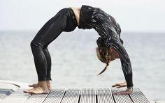 Se hvilke yogaøvelser, der passer til din aldersgruppe Alter, Harem Pants, Leather Pants, Challenges, Workout, Meditation, Stress, Mindfulness, Inspiration