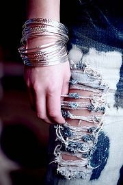 GREAT tut on how to DIY Distress (artificially make old) denim.