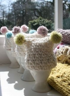 egg cosies - free crochet pattern  ~ LINK CORRECT and pattern is FREE when I checked on 04/10/2015.