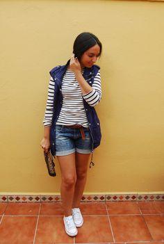 http://unachicasual.blogspot.com.es/2014/09/basicos-en-entretiempo.html  rayas, striped, camiseta, shirt, chaleco, vest, azul, blue, short, denim, leopardo, bolso, bag, girl, casual, inspiration, look, ootd, outfit, streetstyle, trend