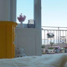 Sunny Sunday Morning ️ Faul im Bett rumliegen,erster Kaffee und grad entdeckt das bei Spotify eine Grey's Anatomy Playlist existiert - grandios  Happy Sonntag für Euch  #balcony #balconyview #balkon #bloom #Blumen #dearhamburg #decor #decoration #details #Fischmarkt #flowers #flowerstagram #Frühling #frühlinginhamburg #germaninteriorblogger #greysanatomy #hafenliebe #Hamburg #hh #home #interior #interiordesign #myhome #myview #sky #stpauli #sunday #sunnyday #sunnysunday