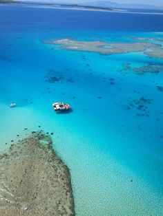 cloud 9 fiji floating bar in the middle of the ocean - so going here when we head to Fiji in July!
