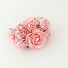 Armbånd med blomster i lyserød