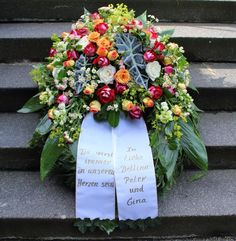 Funeral Flower Arrangements, Funeral Flowers, Willow Wreath, Diy Projects For Beginners, Diy Chicken Coop, Remembrance Day, Real Plants, Fun Hobbies, Outdoor Gardens