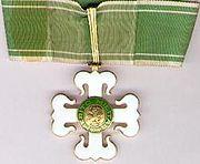 Ordem do Mérito Militar – Wikipédia, a enciclopédia livre Awards, Decorations, Christmas Ornaments, Holiday Decor, Hanging Medals, Military, Dekoration, Christmas Jewelry, Ornaments
