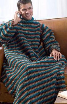 Let´s crochet men, hallelujah - Crochet you own Snuggie. I think yes.