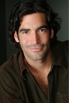 Carter Oosterhouse, CARTER CAN, HGTV host. Chest hair & dimples! kn