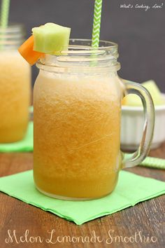 Melon Lemonade Smoothie. A delicious a refreshing smoothie that combines lemonade, cantaloupe, and honey dew melon. #drink #smoothie