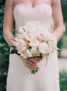 pink + white garden rose bouquet | Landon Jacob #wedding
