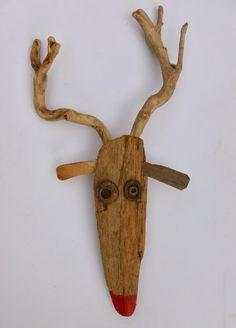 Renne. / Reindeer. / Bois flotté. / Driftwood.