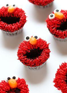 Elmo Cupcakes ~ http://iambaker.net