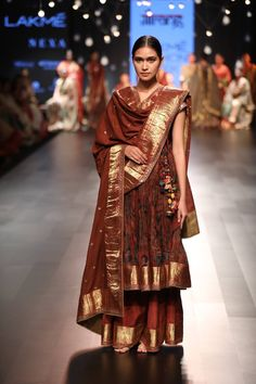 Kurta Designs, Kurti Designs Party Wear, Dress Indian Style, Indian Dresses, Indian Outfits, Lakme Fashion Week, India Fashion, Fashion Weeks, Indian Attire