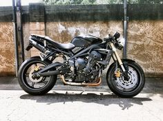 Street Triple with Apex Clip-Ons 675 Photos Triumph Triple, Triumph Street Triple, Hell On Wheels, Bike Design, Cafe Racers, Sport Bikes, Custom Bikes, Cars And Motorcycles, Motorbikes