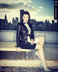 #Repost @nickcerioni  In esclusiva per @amicamagazine Laura Pausini indossa a NYC la collezione Balmain X H&M ! In questa foto scarpe Christian Louboutin .Photo by Leandro Manuel Emede Styled by me #styledbynickcerioni thanks to Manuel Campagna!