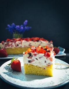 Fantakuchen mit Schmand und Erdbeeren