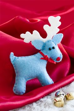 How to make charming little reindeer, handmade with love. Keep them at home or give as gifts to spread Christmas cheer. Too adorable!