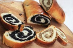 Delicious mouthwatering poppy seed and walnut rolls. Fluffy thin dough, enough tasty filling to satisfy either poppy seeds or walnuts lovers. Romanian Desserts, Romanian Food, Romanian Recipes, Ma Baker, Cake Recipes, Dessert Recipes, Hungarian Recipes, Scottish Recipes, Turkish Recipes