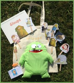 contenu sac à histoire gloups Literacy Bags, Grade 1 Reading, Petite Section, Busy Bags, Speech Therapy, Book Activities, Teaching Kids, Montessori, Fairy Tales