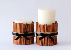 DIY cinnamon candles that look great and smell even better! It's not fall without the smell of cinnamon and spice in the air. Bring the natural beauty of the season into your home with this easy DIY cinnamon candle. Christmas Craft Fair, Diy Christmas Decorations Easy, Holiday Decor, Diy Candles Tutorial, Scented Candles, Vanilla Candles, Cinnamon Candles, Cinnamon Sticks, Beeswax Candles